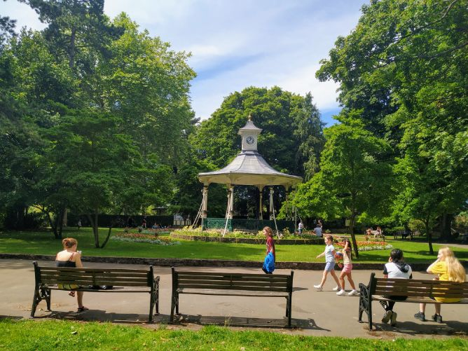 Town Gardens Swindon sunshine July 2020